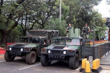Paraguai fazem 'trincheira' na Ponte da Amizade