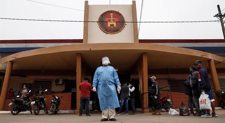 Prisão de Tacumbú já vacinou idosos e mulheres grávidas
