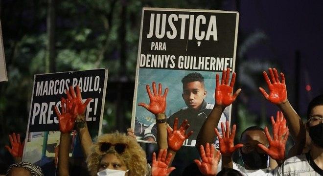 Manifestantes se reuniram próximos ao Palácio dos Bandeirantes