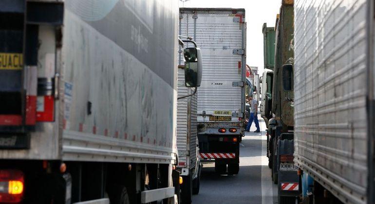Alta do diesel afeta toda a cadeia produtiva, que depende do frete rodoviário para distribuição no país