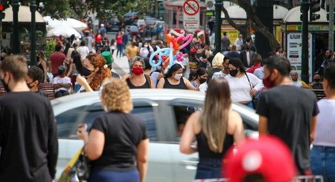 Paraná ultrapassa 286 mil casos confirmados do novo coronavírus