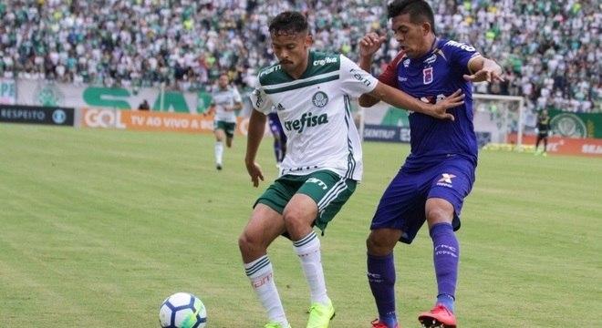 Palmeiras empata com Paraná em Londrina e segue na liderança ... c38685594b74c