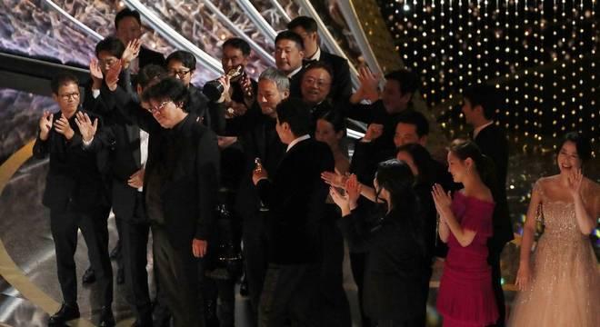 Bong Joon-ho, diretor de Parasita, levou quatro estatuetas do Oscar para casa