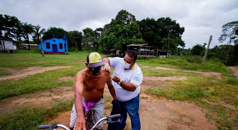 Vacinação contra Covid-19 em comunidade da zona rural de Parintins, no interior do Amazonas
