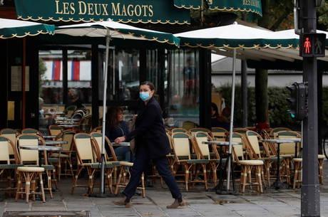 Paris aplica novas medidas de restrição