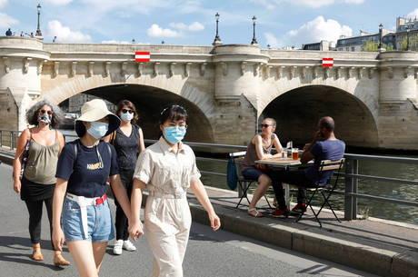 Paris vai obrigar uso de máscaras