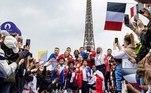 De quatro em quatro anos, os Jogos Olímpicos são a celebração de algo presente dia a dia, uma chama que nunca se apaga, feita de emoção, esforço, sonho e busca. Todos eles, fontes de energia do ser humano, neste esporte diário que é viver. E como o ciclo olímpico é parte deste ciclo da vida, o Jogos de Tóquio 2020, que se encerraram neste domingo (8), já lançaram as sementes para os Jogos de Paris 2024Veja também:Cerimônia de encerramento reúne atletas e celebra união dos povos