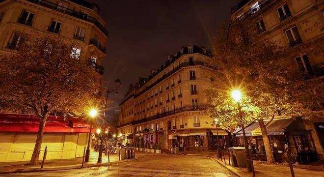 França enfrenta novo lockdown após número de infecções disparar