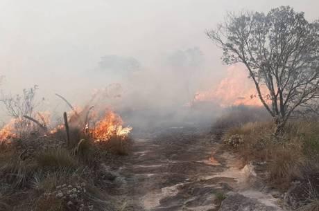 Incêndio atinge área no Parque do Ibitipoca, em Minas