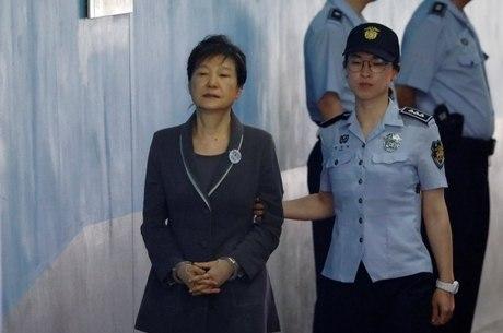 Park Geun-hye também teve bens bloqueados
