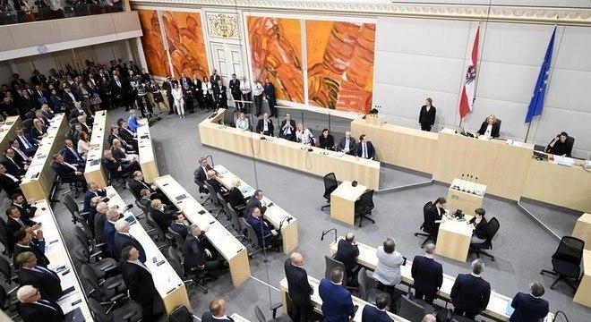 Parlamento austríaco obrigou futuro governo a vetar acordo