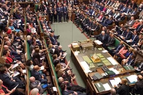 Parlamentares vão tomar ação legal para adiar Brexit