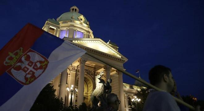 Confrontos ocorreram em Belgrado, capital sérvia