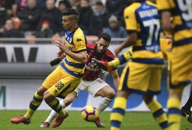 Parma - O clube foi uma das grandes forças do futebol italiano nos anos 90 quando pertencia à Parmalat. No entanto, decretou falência em 2015 após acumular dívida de mais de R$ 800 milhões. Na época, a equipe foi rebaixada para a série D e trocou de nome. Antes denominada de Parma Football Club, a agremiação passou a se chamar Parma Calcio 1913. Atualmente, o clube se reergueu através de um investidor chinês e disputa a série A do Calcio.