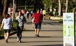 Pessoas correndo no Parque do Carmo, na zona leste de São Paulo
