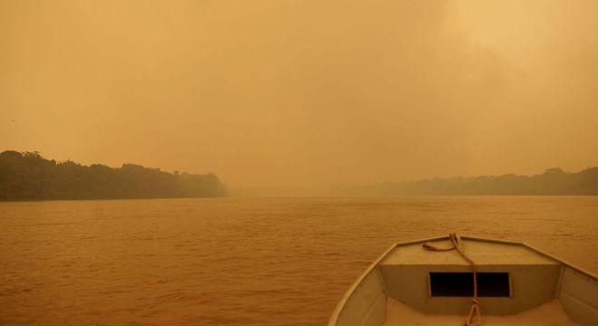 Cinza, lama e fogo predominam na paisagem do Parque Encontro das Águas
