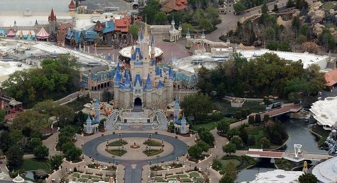 Parque Magic Kingdom, da Disney, em Orlando (EUA), fechado durante a pandemia