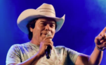 Parrerito, do Trio Parada Dura, é internado na UTI com covid-19O cantor está internado com covid-19 na Unimed de Belo Horizonte. Ele foi entubado na tarde da última segunda-feira (31), após o seu estado de saúde piorar rapidamente. O conjunto Trio Parada Dura é um dos mais tradicionais da música sertaneja do Brasil