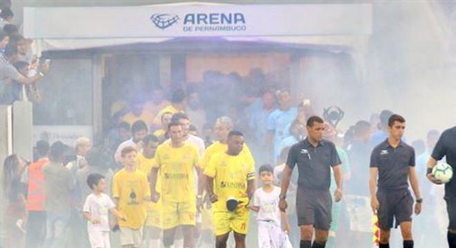 Partida amistosa realizada na Arena de Pernambuco trouxe nomes do futebol pernambucano e da música nacional