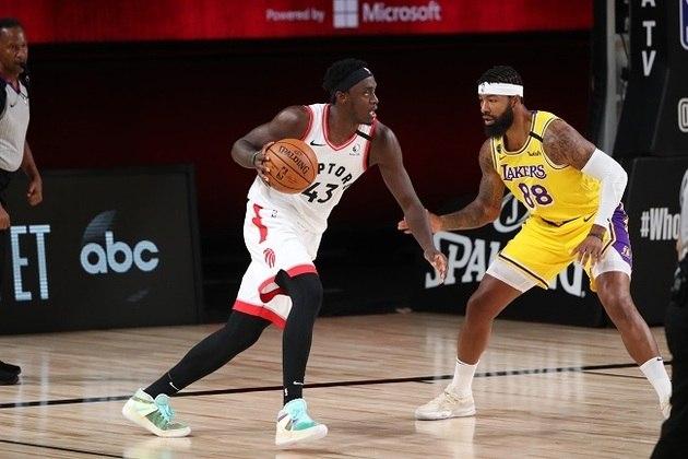 Pascal Siakam (ala-pivô) - Eleito o jogador que mais evoluiu na temporada passada, Siakam ganhou ainda mais espaço no Toronto Raptors e tornou-se principal cestinha da equipe canadense em 2019-20. Registrou médias de 20.8 pontos, 7.8 rebotes e 4.8 assistências na série contra o Brooklyn Nets