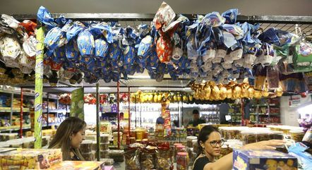 Páscoa é marcada pela venda de pescados e chocolates