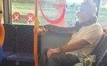 Apesar do momento de descontração, a companhia de ônibus local não levou a ocorrência como uma brincadeiraVale o clique:Urso pode ser sacrificado após dar patada em perna de corredora