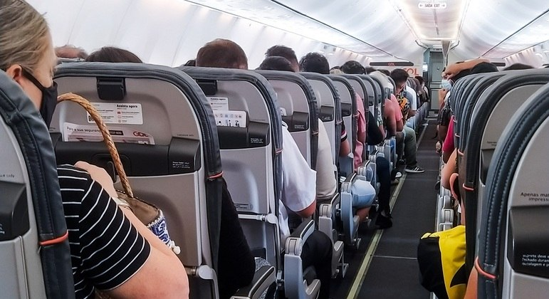 Passageiros em avião da Gol
