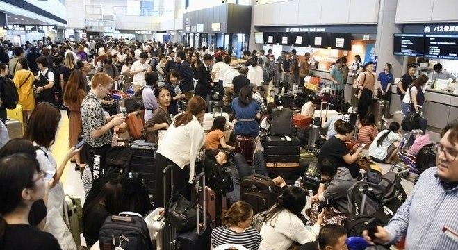 Centenas de passageiros ficaram retidos no aeroporto de Narita
