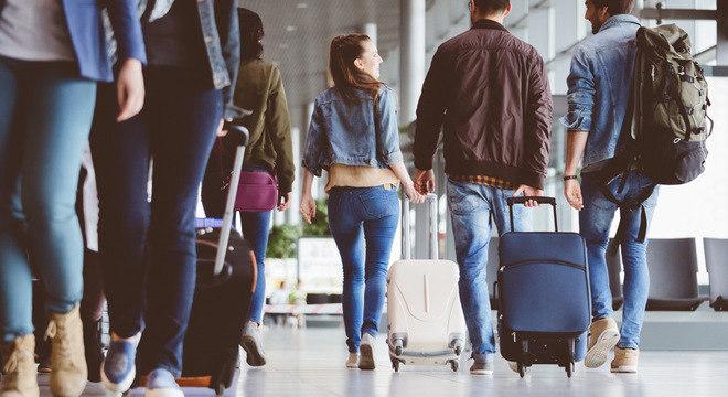 Uma das formas de reduzir o impacto ecológico de decolagens e aterrissagens é escolher voos sem escalas