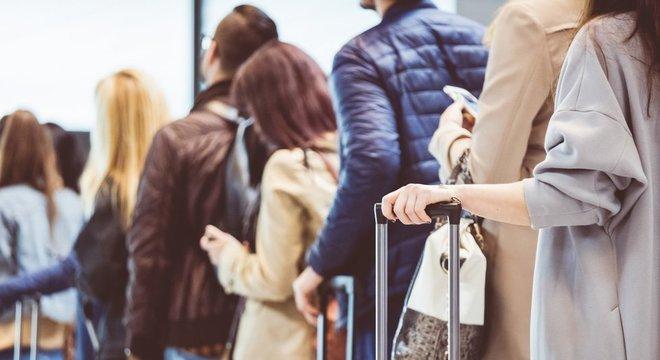 Viagens de avião e de transporte público podem representar risco de disseminação do vírus