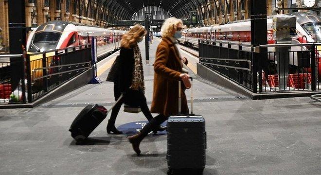 Restrições de países europeus à entrada de passageiros do Reino Unido deixou milhares de europeus presos na Grã-Bretanha
