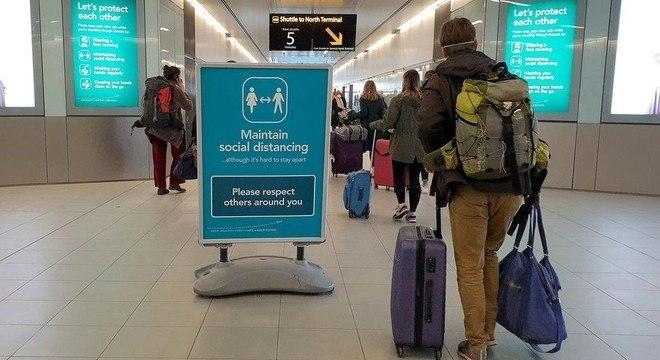 Vários países cancelaram voos de e para o Reino Unido