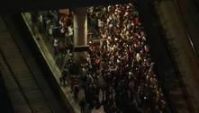 SP: passageiros se aglomeram em plataforma após falha em trem