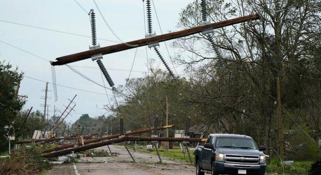 Mais de meio milhão de casas ficaram destruídas por passagem de furacão Laura pela Louisiana