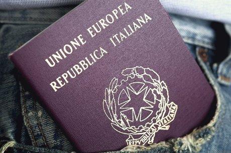 Longas filas de espera no Brasil levam brasileiros a irem à Itália para obter cidadania
