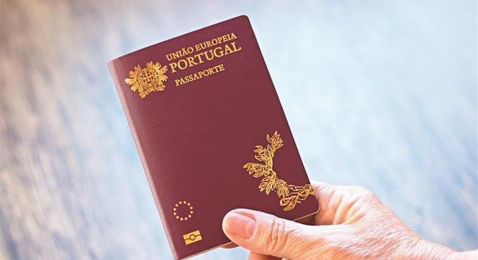 Por conta da instabilidade no país, brasileiros buscaram por dupla cidadania na Europa