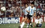 Daniel Passarella foi o capitão da Argentina campeã mundial em 1978 e era mais um deste tipo de zagueiro clássico, que comanda a equipe desde a retaguarda. Não tinha muita afinidade com Maradona, por discordar do estilo intempestivo do craque, mas, dentro de campo se respeitavam