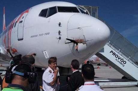 Boeing com ave presa no aeroporto Santos Dumont (RJ)