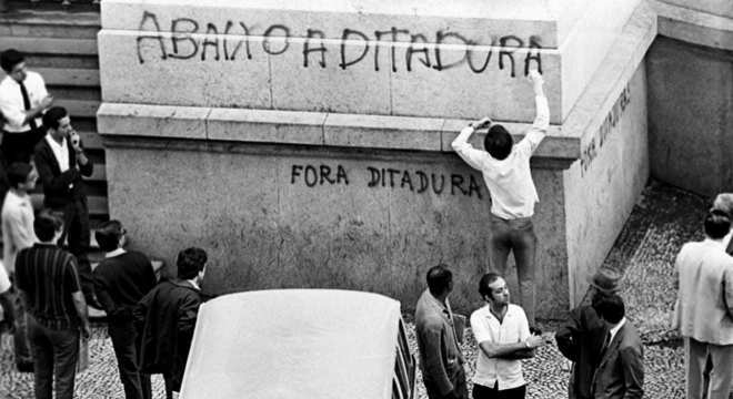 Passeata dos Cem Mil desafiou a Ditadura Militar no Brasil