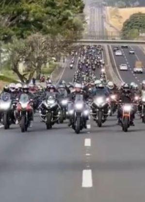 Presidente passeia de moto em ato em Presidente Prudente (SP)