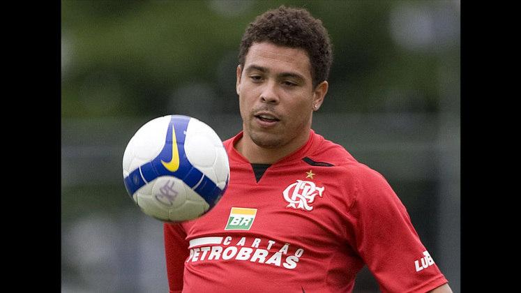 Passou o ano de 2008 treinando no CT do Flamengo para recuperar a forma física e era especulado que o artilheiro fechasse com o clube carioca para 2009, porém o Mengão não se mexeu e o Fenômeno acertou com outra equipe.