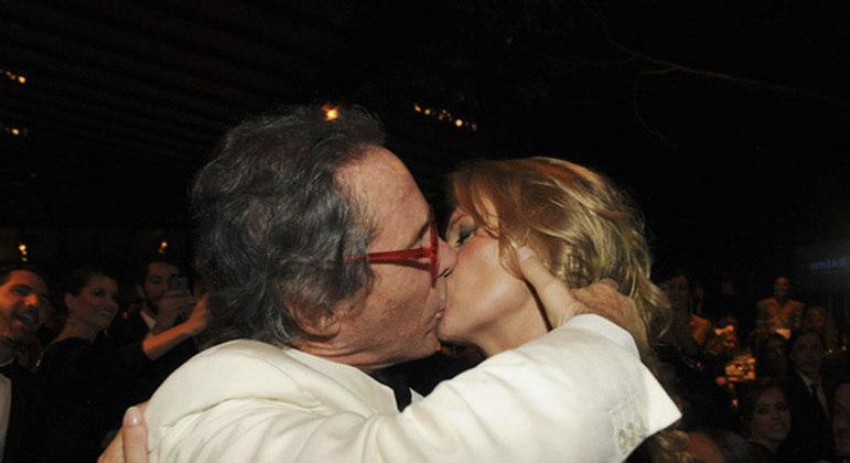 Partido de extrema direita na Itália, beijo comprado em Kate Moss. Pastore assustado, com exposição, desistiu