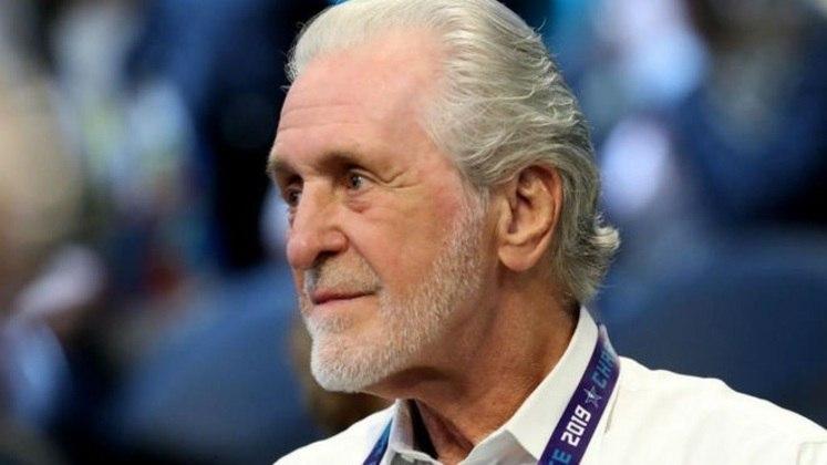 Pat Riley (8 votos) - Como técnico, Riley foi eleito o melhor em três temporadas e obteve cinco títulos. Como dirigente, o prêmio individual ainda não aconteceu, mas fez o Miami Heat ser campeão em duas oportunidades, levando o time da Flórida para quatro finais consecutivas. Na atual campanha, o Heat é um dos melhores do Leste