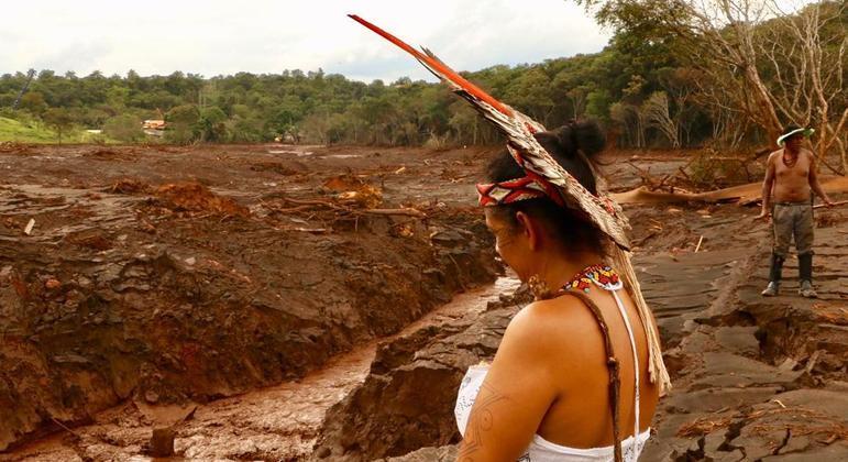 Rio Paraopeba foi contaminado por lama de rejeitos da Vale e forçaram saída de indígenas