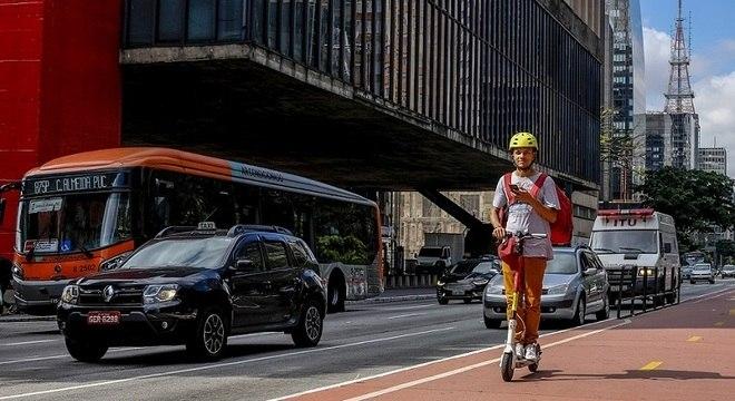 Prefeitura de São Paulo proíbe o uso de patinetes em calçadas