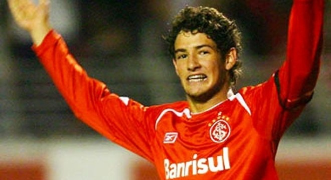 Alexandre Pato mudou muito desde 2006. Prometia ser um dos melhores do mundo