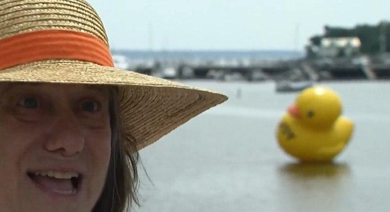 Pato inflável gigante encantou moradores da cidade de Belfast (EUA)