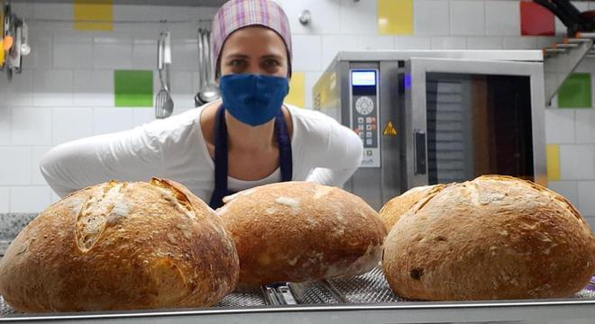 Patrícia Fioravanti começou a fazer pão caseiro durante a pandemia da covid-19