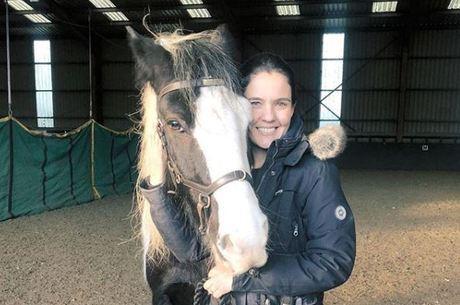 Patricia Keller é professora de equitação no Qatar