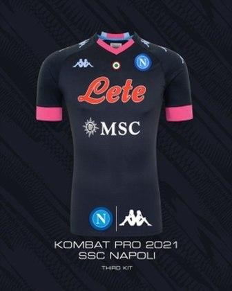 Patrocinado pela Kappa, o Napoli apostou em um tom de azul muito escuro, beirando o preto, como cor principal. Os outros detalhes do uniformes são em azul celeste e rosa